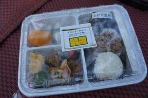 コムローイで配布された弁当