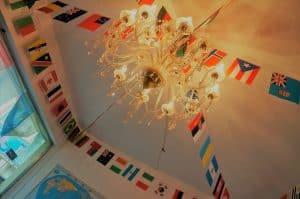 天井のオシャレなシャンデリア