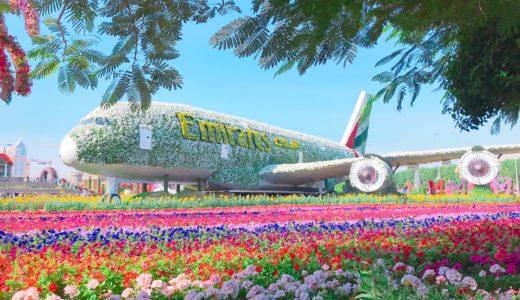 花で彩られたエミレーツ航空機のオブジェ / ミラクルガーデン / ドバイの写真素材
