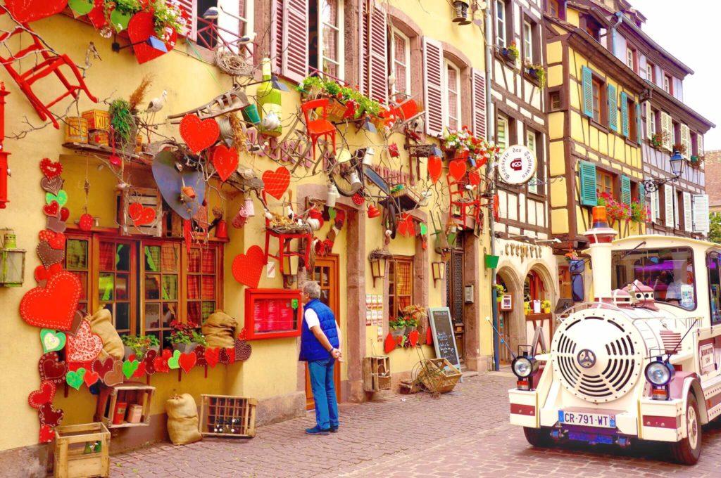 フランス コルマールの赤いハートがモチーフのレストラン