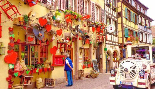 赤いハートがモチーフのレストラン / コルマール / フランスの写真素材