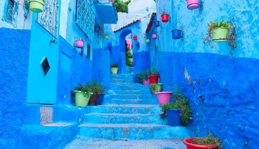 カラフルなバケツの階段 / シャウエン / モロッコの写真素材