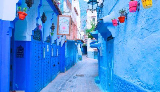 青いメインストリート / シャウエン / モロッコの写真素材