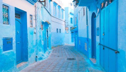 街が青く美しく見える朝 / シャウエン / モロッコの写真素材