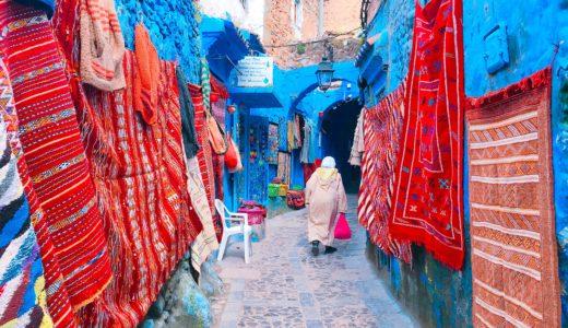 カラフルな絨毯の土産屋 / シャウエン / モロッコの写真素材