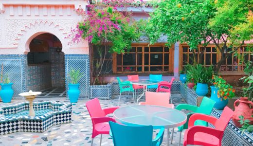 カラフルな店内のカフェ / フェズ / モロッコの写真素材