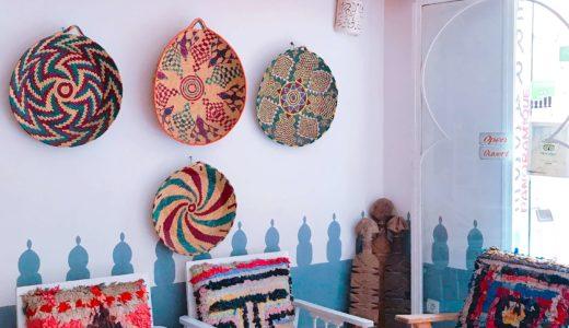 カラフルな絨毯がオシャレなカフェ / マラケシュ / モロッコの写真素材