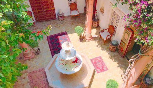 オシャレな噴水がある中庭 / マラケシュ / モロッコの写真素材