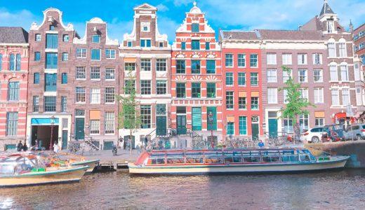 オランダらしい家が建ち並ぶ街並み / アムステルダム / オランダの写真素材