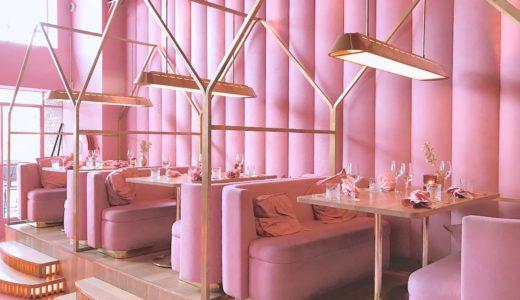 ピンク色の内装が可愛いレストラン / アムステルダム / オランダの写真素材