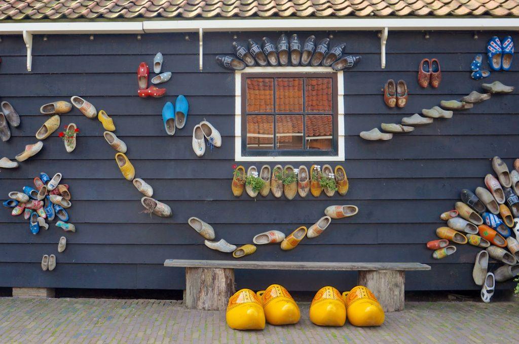 オランダ ザーンセスカンスの木靴の壁