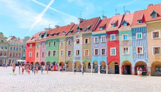 カラフルな古い集合住宅群 / ポズナン / ポーランドの写真素材