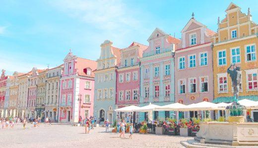 パステルカラーの旧市場広場 / ポズナン / ポーランドの写真素材