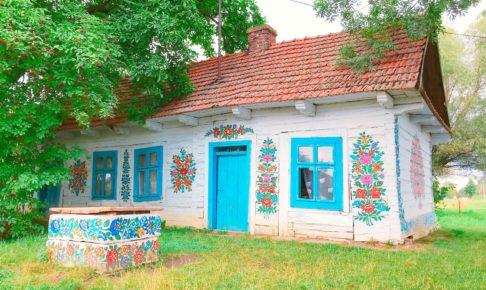 ポーランド ザリピエ村の有名な廃墟