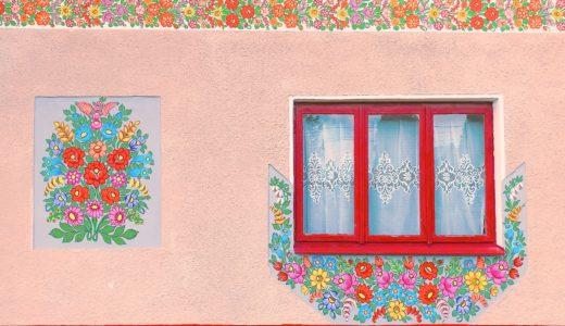 フラワーペイントの外壁 / ザリピエ / ポーランドの写真素材