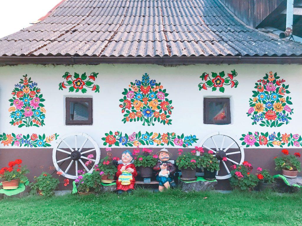 ポーランド ザリピエ村の可愛らしい民家