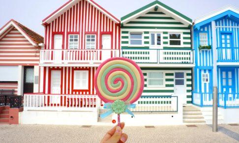 ポルトガル コスタノバ ストライプ柄の家とキャンディ