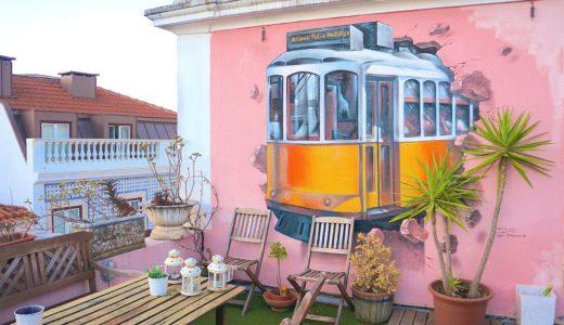 トラムのウォールアート / リスボン / ポルトガルの写真素材