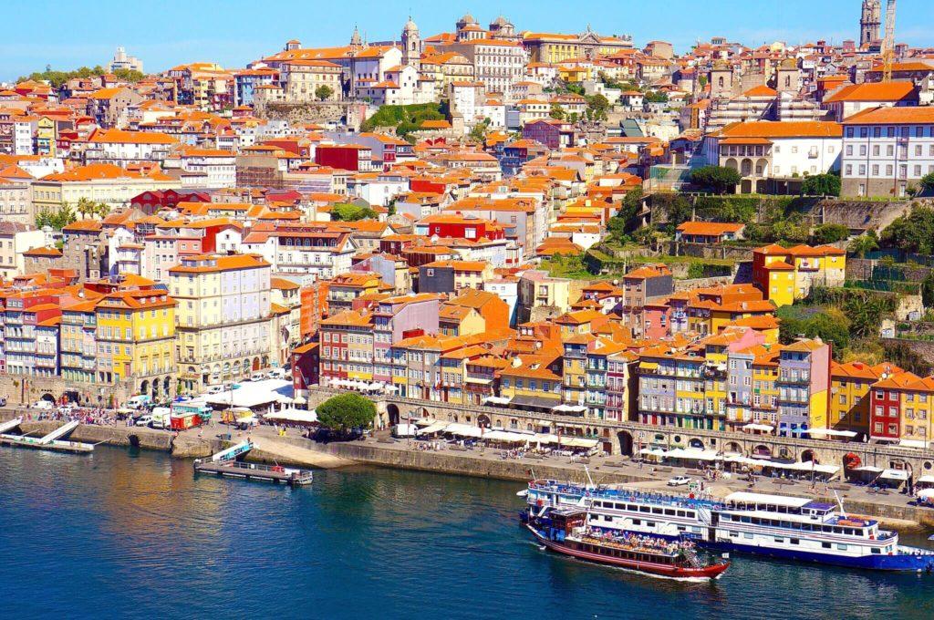 ポルトガル ポルトのカラフルな街並み