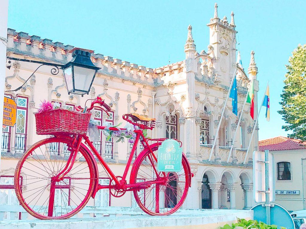 ポルトガル シントラの市庁舎と自転車