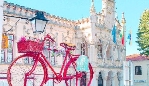 市庁舎と可愛い自転車 / シントラ / ポルトガルの写真素材